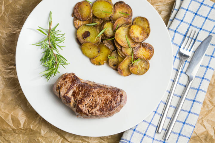 Steak und Bratkartoffeln