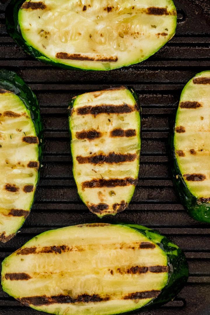 Lodge Grillpfanne: Muster Zucchini